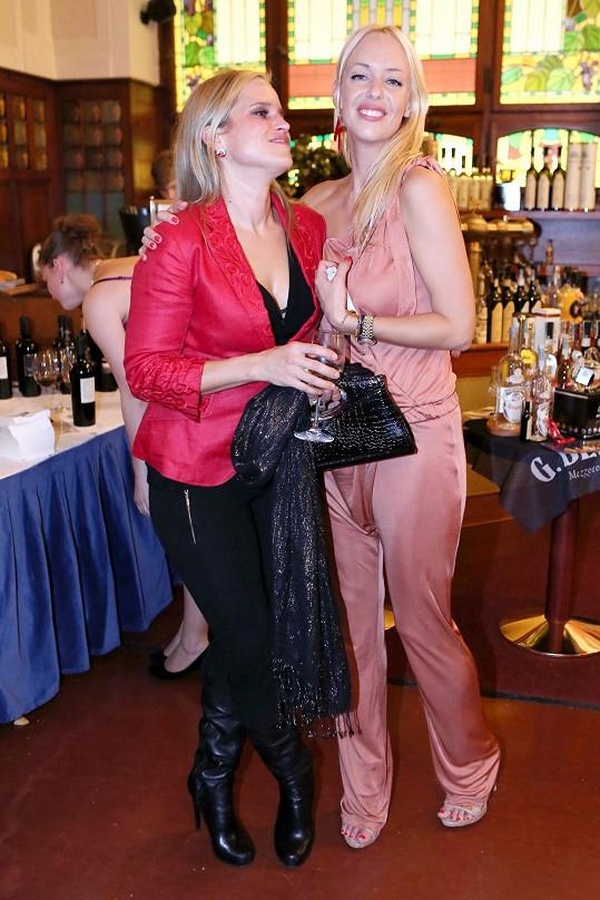 Nebo zpěvačka Kateřina Mátlová s návrhářkou Alenou Wilson