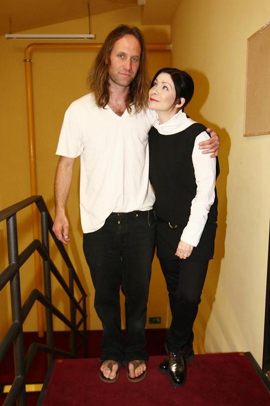 Anna K. a zpěvák kapely Reed Gary Stringer