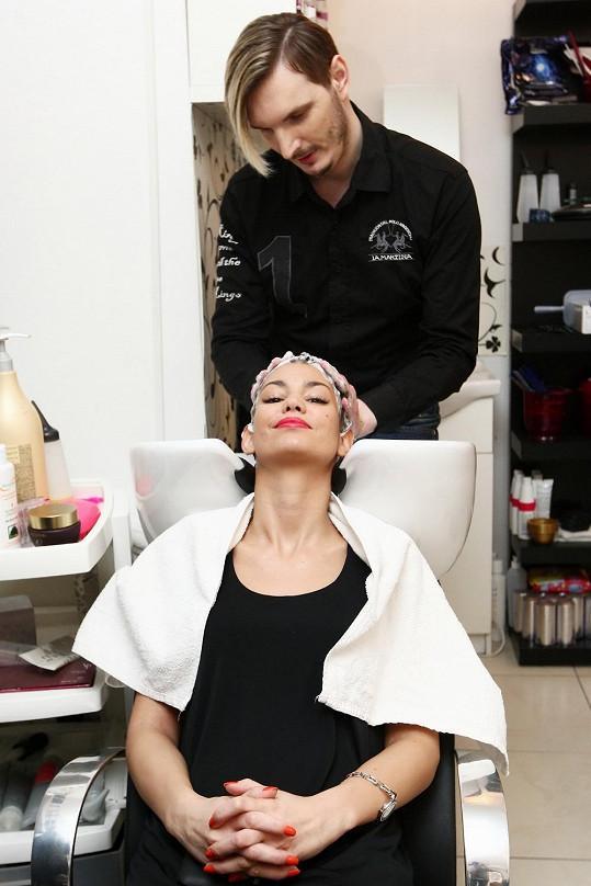 Lucie se raději svěřila do péče svého kadeřníka Martina Žifčáka.