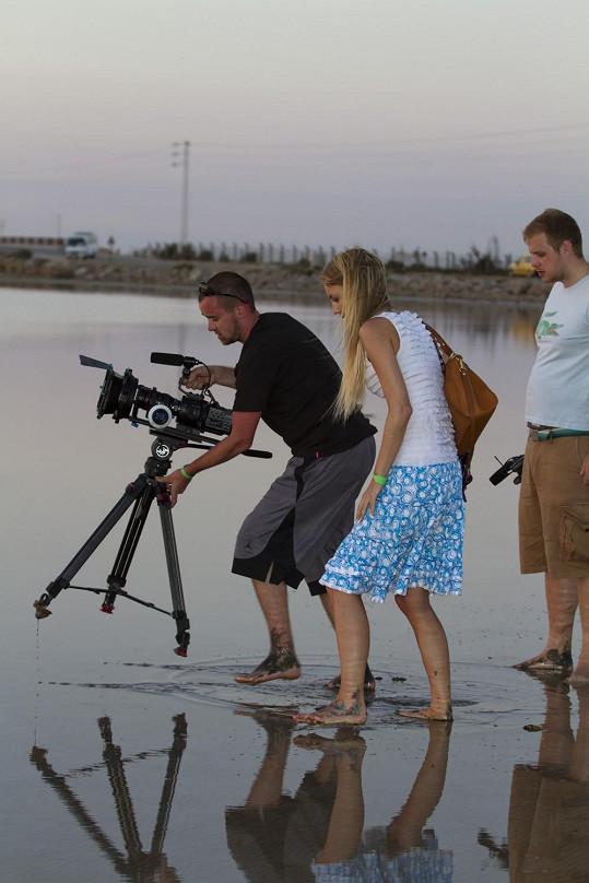 Natáčení u moře.