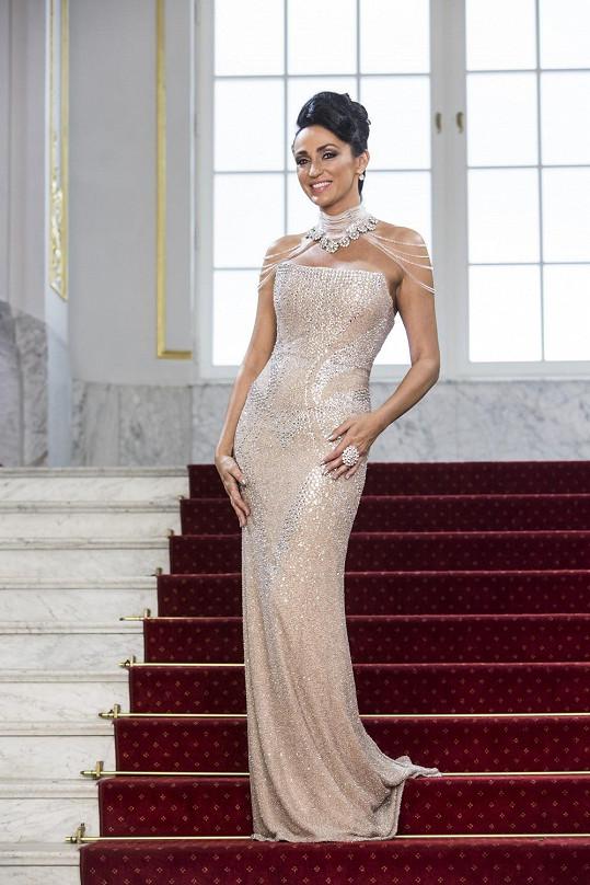 Zejména při výběru šperků není Sklovska žádná troškařka. Tady na její parádu padl snad celý slovenský národní poklad.