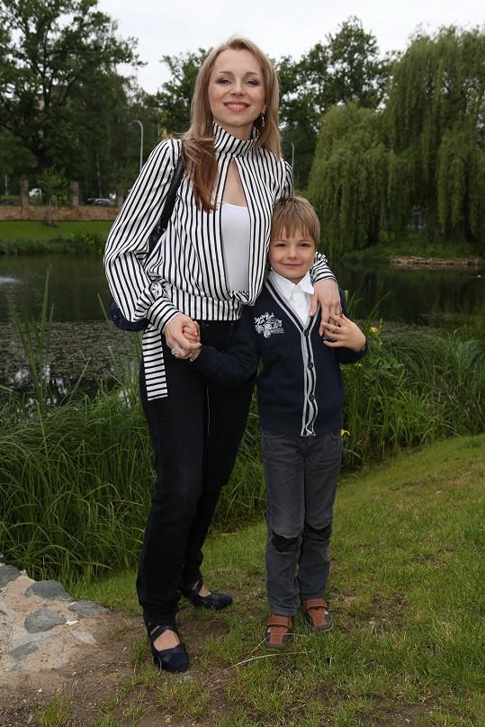 Martina Kociánová zapózovala se synem Danielem.
