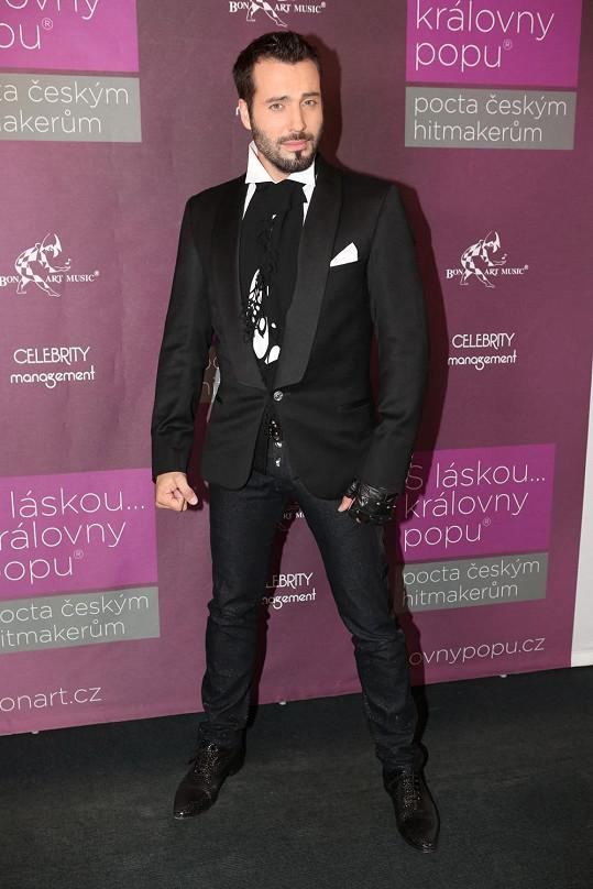 Vašek píše desku na filmové a muzikálové téma a na Královnách popu předvedl malou ochutnávku.
