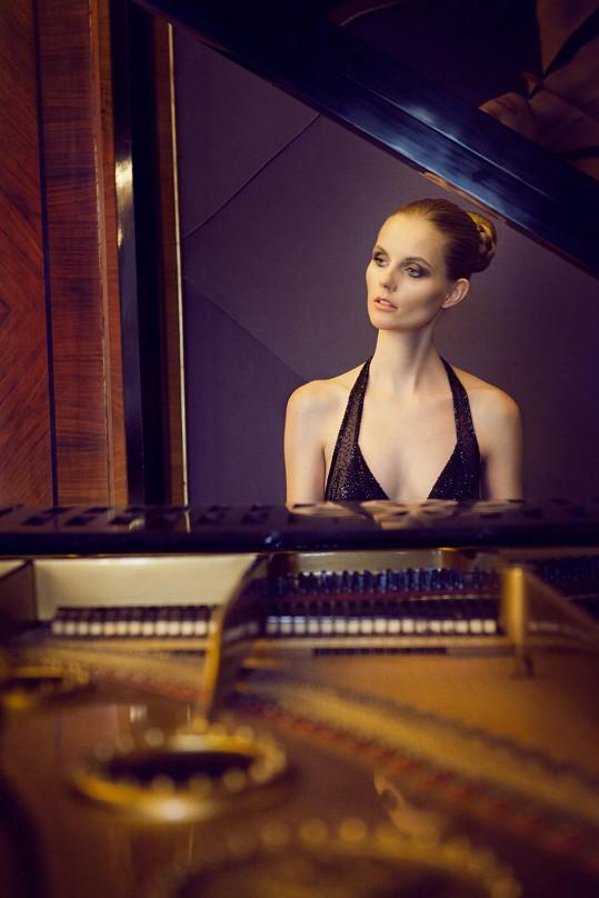 V bytě primátora nechybí ani klavír.