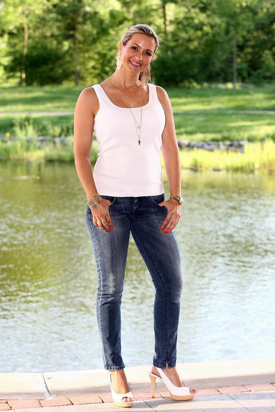 Monika Marešová pózovala v těsných džínsech.