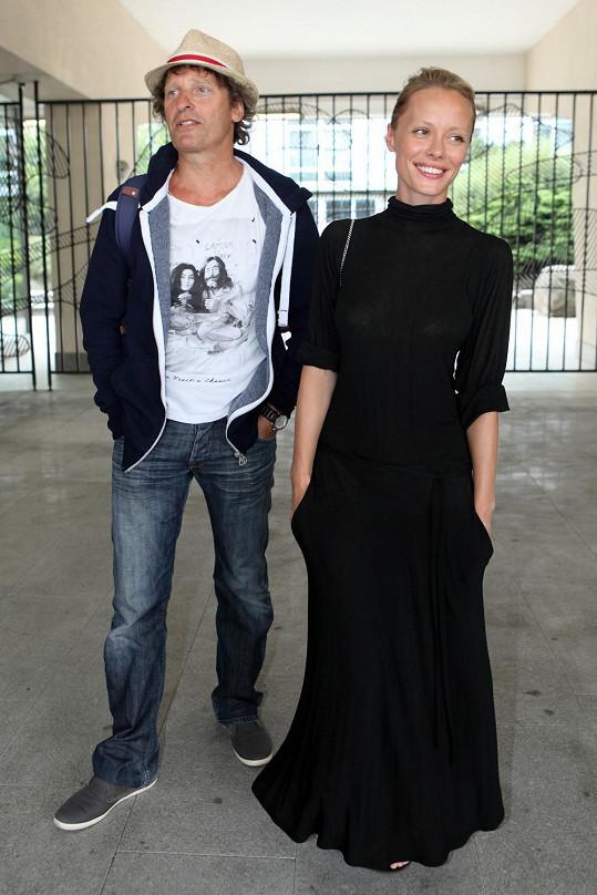 Linda s Davidem na tiskové konferenci České televize