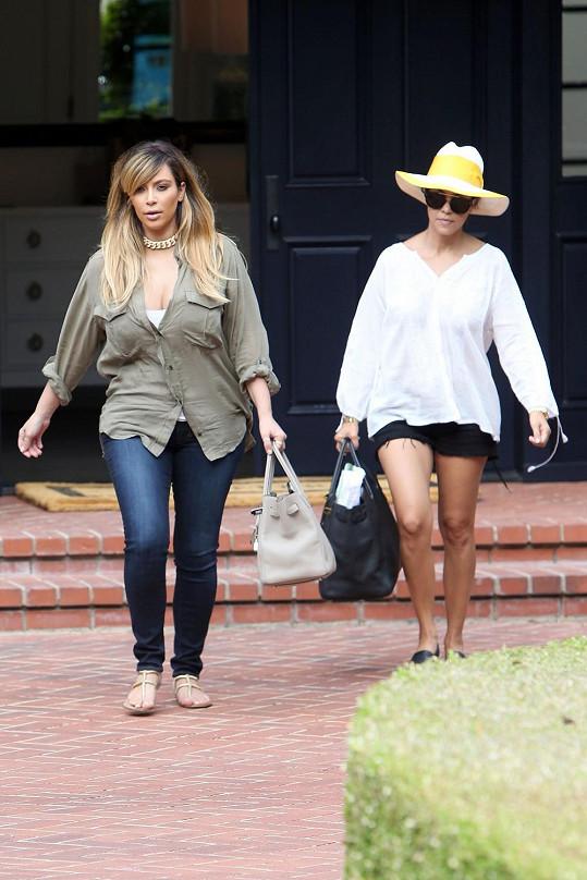 Kim Kardashian se sestrou Kourtney