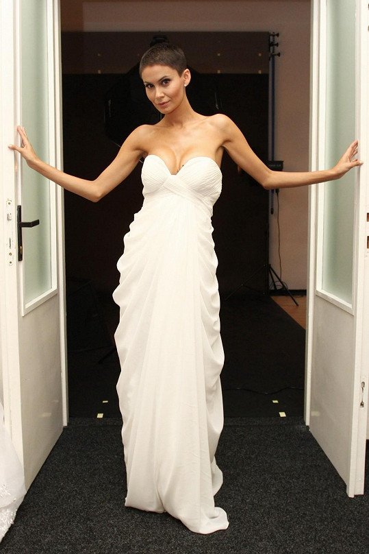 Vlaďka Erbová v téměř svatebních šatech