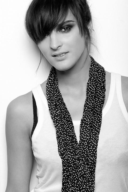 Na druhou desku zpěvačky Debbi přispěla svými skladbami i Jana Kirschner.