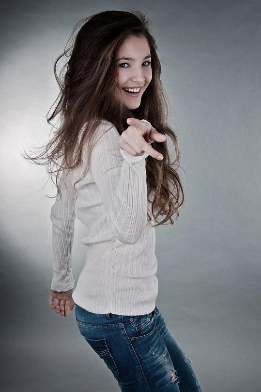 Sára Sandeva je hvězdou seriálu Gympl.