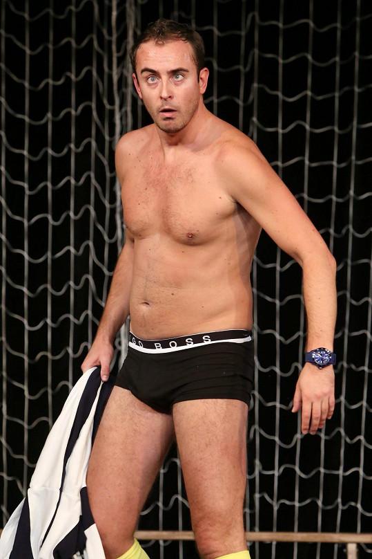 Miroslav Hrabě si v seriálu Gympl zahrál tělocvikáře, svaly sice už němá takové jako dřív, ale pořád je to fešák.