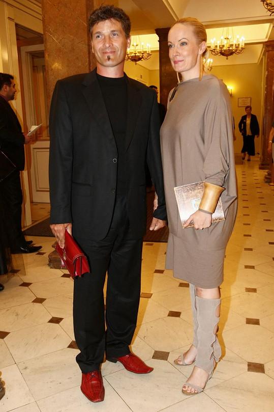 Alena Antalová s manželem Josefem Juráčkem ve Stavovském divadle.