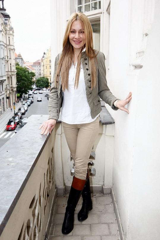 Lucie Gažiová je blond.