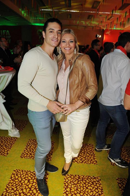 Lucie a Michal se chovají neustále jako hrdličky.