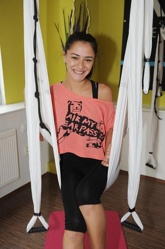 Eva Burešová na cvičení aero jógy
