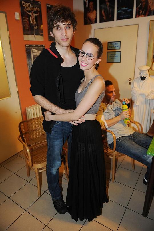 Její přítel Roman Tomeš se k ní hend po představení hodně měl.