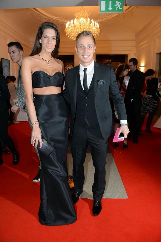 Michal Zeman doprovázel Anetu Vignerovou na finále České Miss.