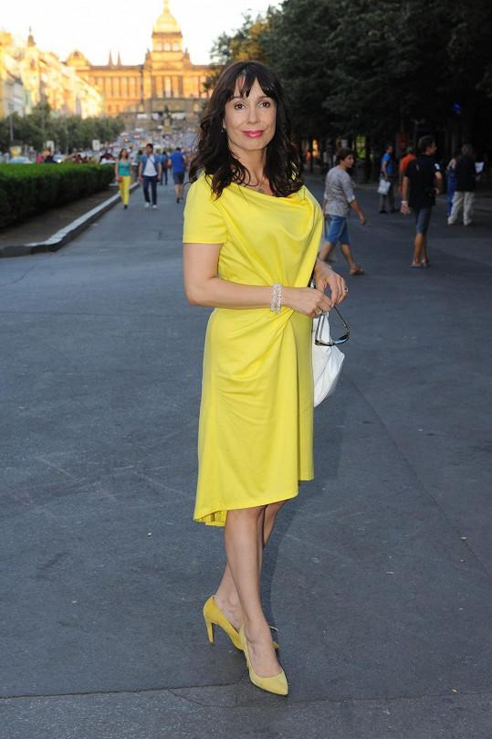 Nela Boudová ve žlutých šatech zářila.