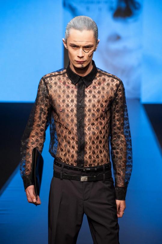 Předváděl také asi nejúspěšnější český model v zahraničí Simon Kotyk (Dior).