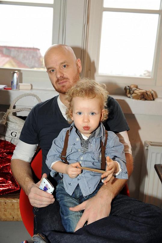 Na Simonu se přišel podívat syn Max a manžel Karel.