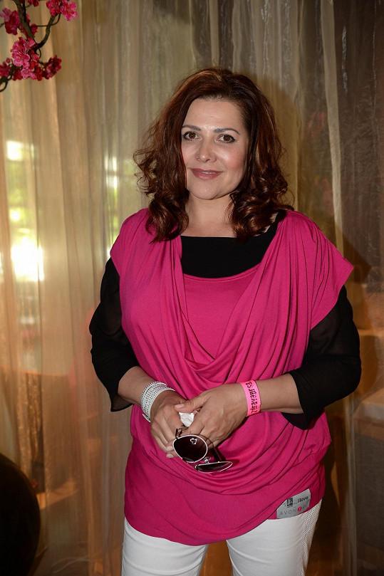 Ilona se v růžovém stejnokroji cítila prý velmi příjemně.