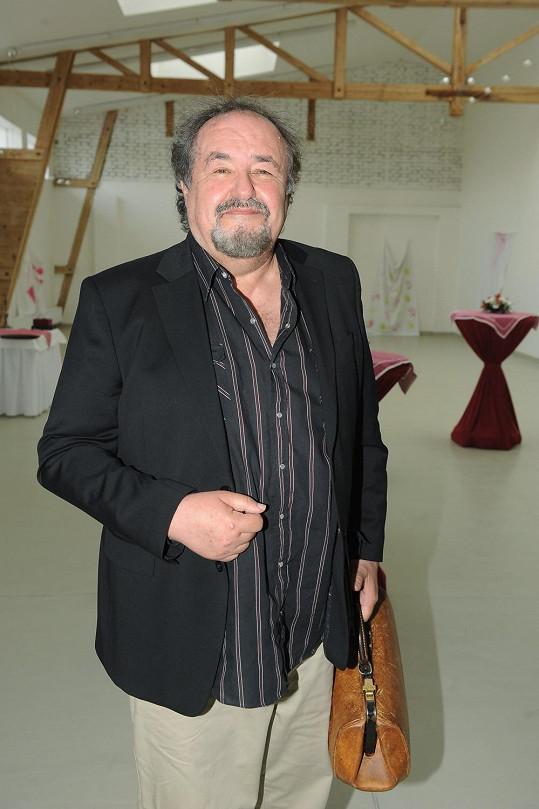 Petr Novotný zase hraje ve filmu.