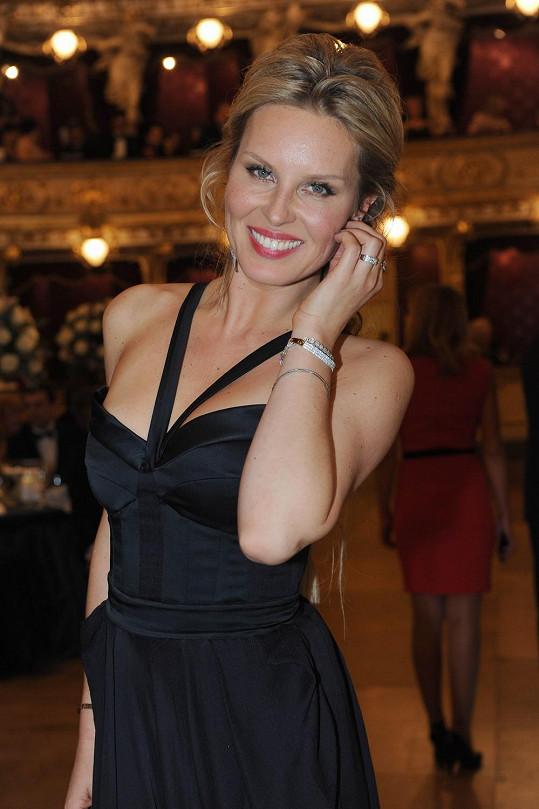 Simona měla diamantové šperky za milión korun zapůjčené.