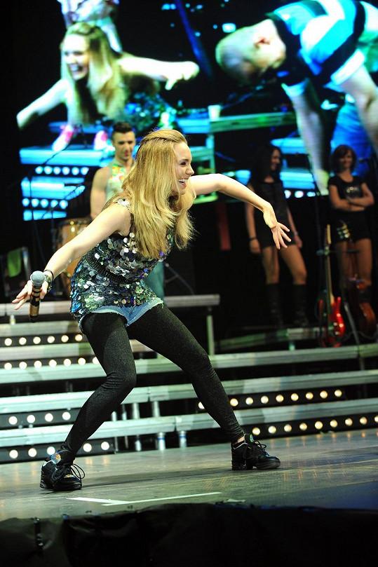 Lucie Vondráčková letos oslňovala na turné s Michalem Davidem.
