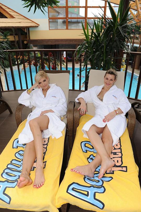 V Tatrách si Mašlíková vyzkoušela i wellness procedury. Na lehátku v místním aquaparku odpočívala s Monikou Marešovou.
