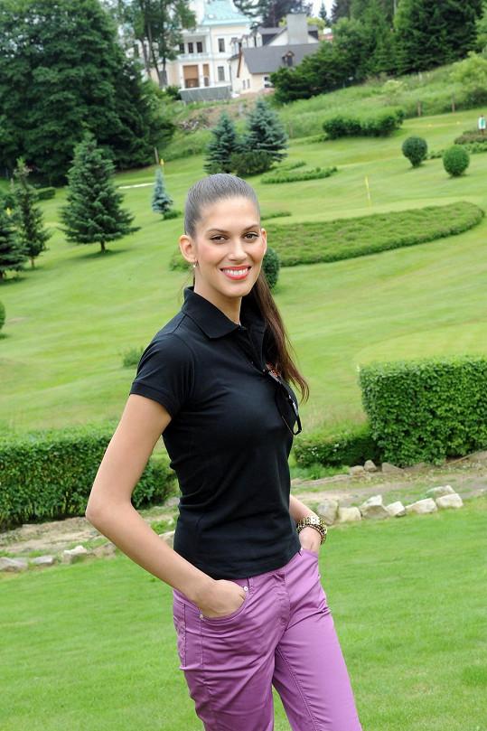 Aneta Vignerová vyrazila ve Varech na Film festival golf cup.