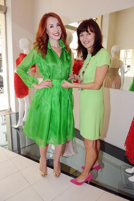 Beata a Lenka se vtipně sešly v zelené.