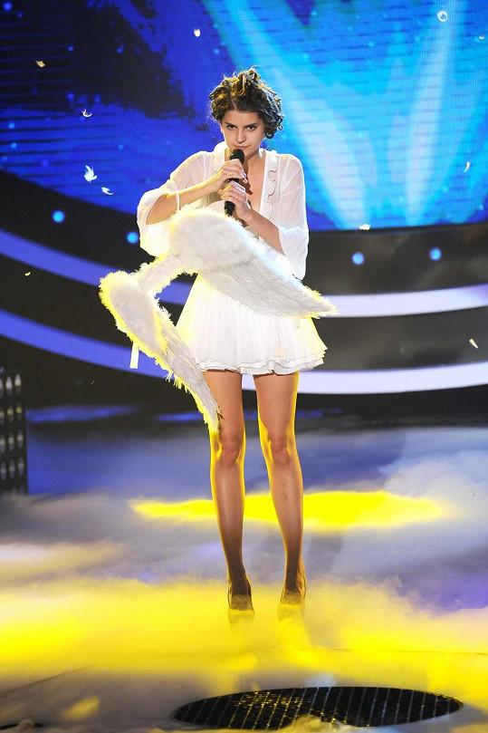 Tereza bojuje s andělskými křídly.