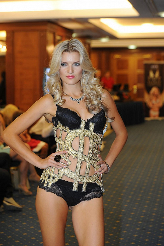 Veronika na prezentaci ochutnávky modelů Top Secret.