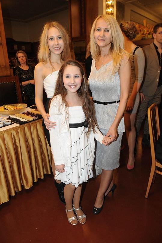 Natálie s maminkou a sestrou Denisou