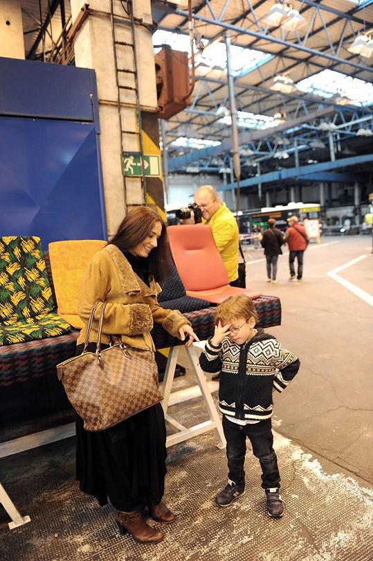 Kuklová se synem se o víkendu vypravila do depa tramvají a autobusů.