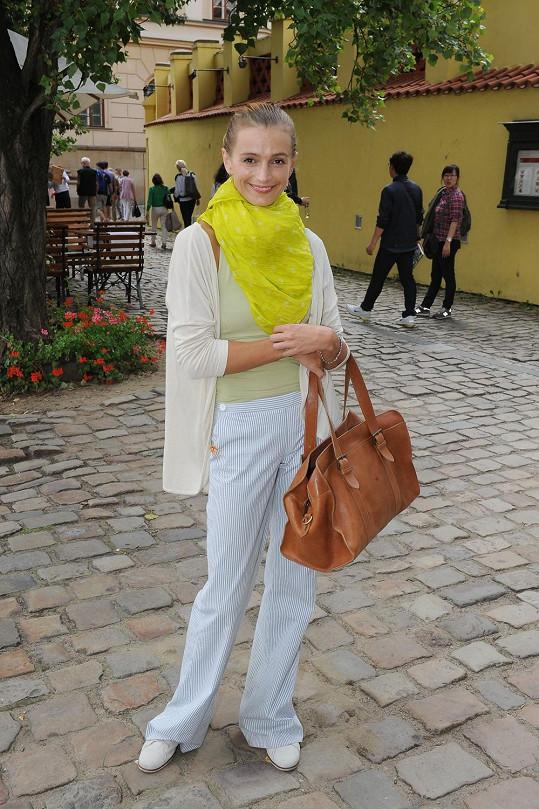 Ivana Jirešová vypadá spokojeně.