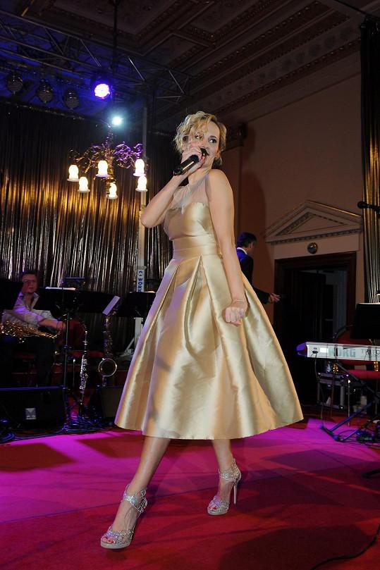 Zpěvačka vystoupila jako hlavní hudební host na reprezentačním plese na Žofíne.