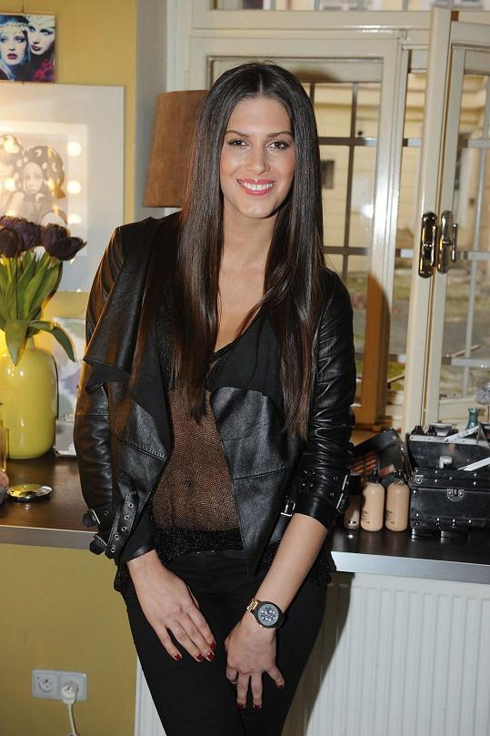 Miss ČR 2009 v tom lítá až po uši.