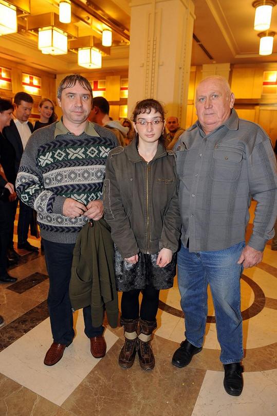 Katka Peclová s otcem a dědečkem vyrazila na výlet do Prahy.