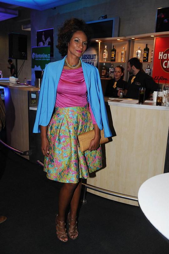 V barevném kostýmku z dílny Táni Kovaříkové zářila Lejla Abbasová.