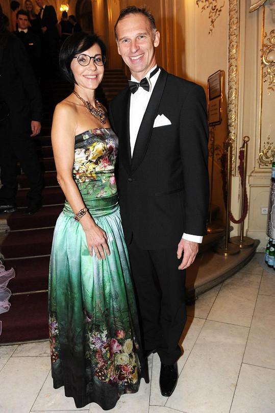 Libuše Šmuclerová s partnerem Dominikem Haškem
