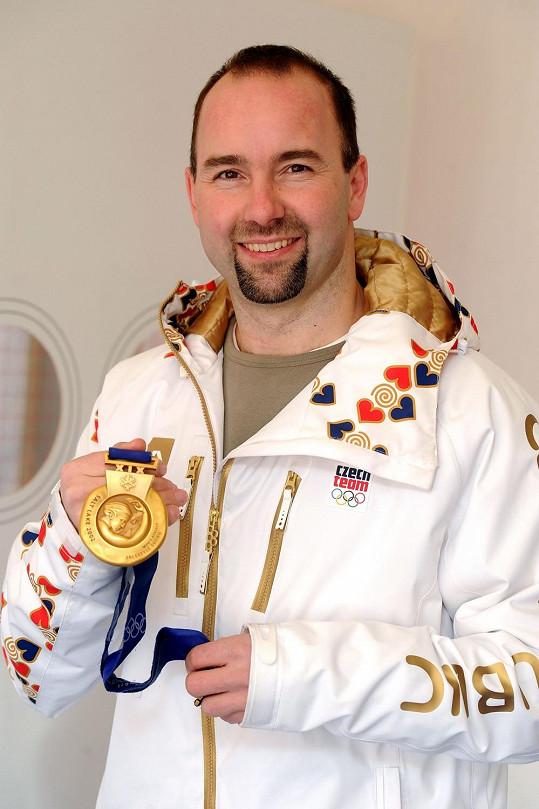 Aleš Valenta se svou zlatou medailí ze Salt Lake City