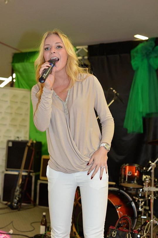 Na akci se Konvičková nejen čančala, ale i zpívala.