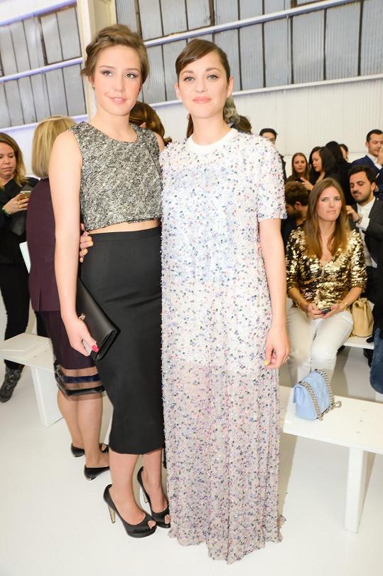 Adele Exarchopoulous pózuje s francouzskou herečkou Marion Cotillard.