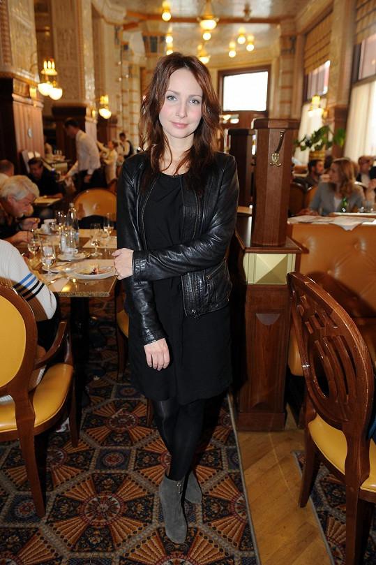 Veronika Arichteva je nadšená z kostýmů, které obléká v seriálu První republika.