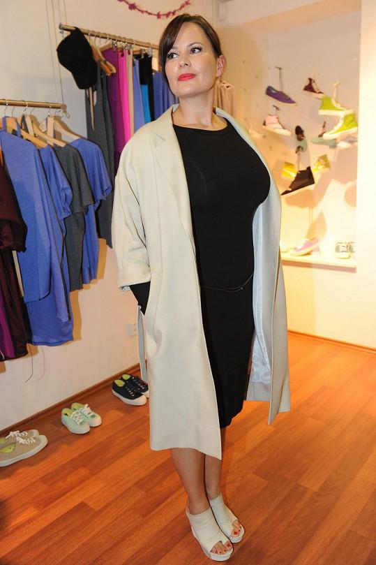 Čvančarová je výrazný typ ženy, a tak jí minimalismus velmi svědčí.