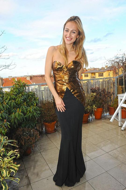 Renata předvedla šaty, ve kterých ozdobí Ples v Opeře.