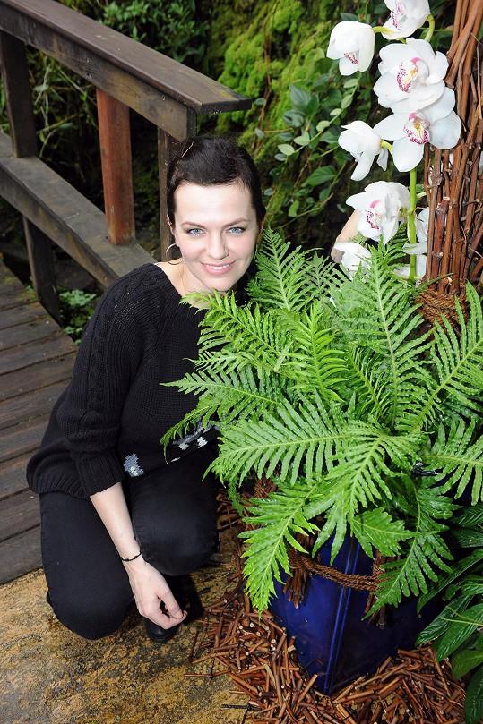 """Marta je také nadšenou pěstitelkou orchidejí. Jak sama říká, prý má """"zelený palec""""."""