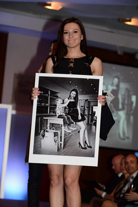 Inna Puhajková představuje svou fotografii.