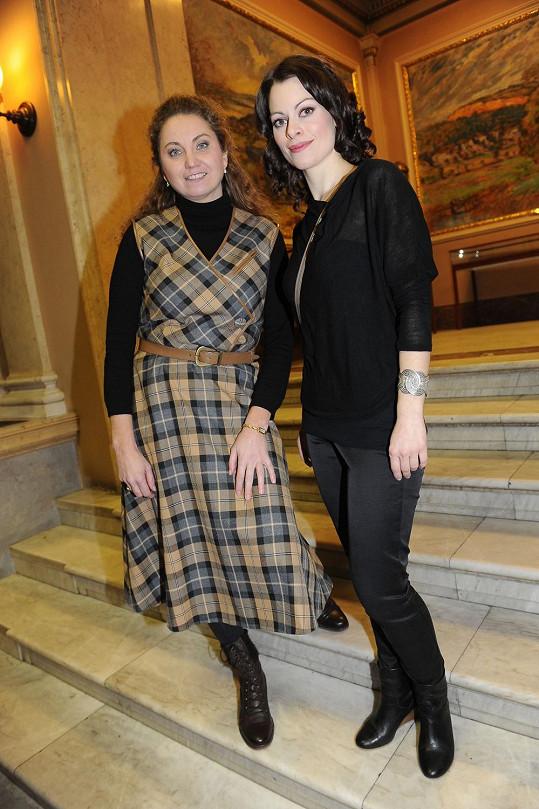 Hana Holišová (vpravo) byla nominována za roli Jany v muzikálu Papežka.